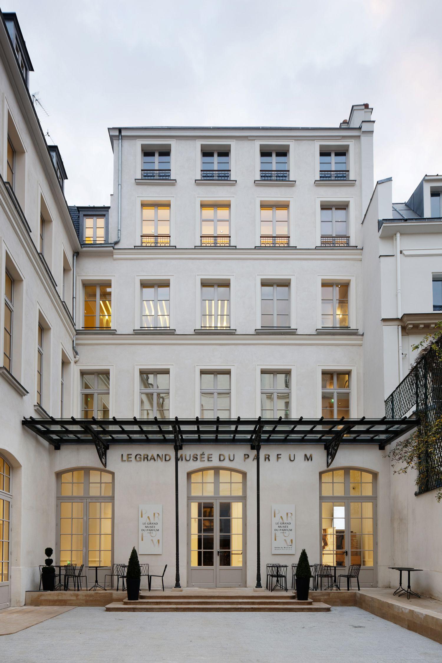 Réhabilitation d'un hôtel particulier en Musée du Parfum - Arch. Projectiles - Photos : Vincent Fillon