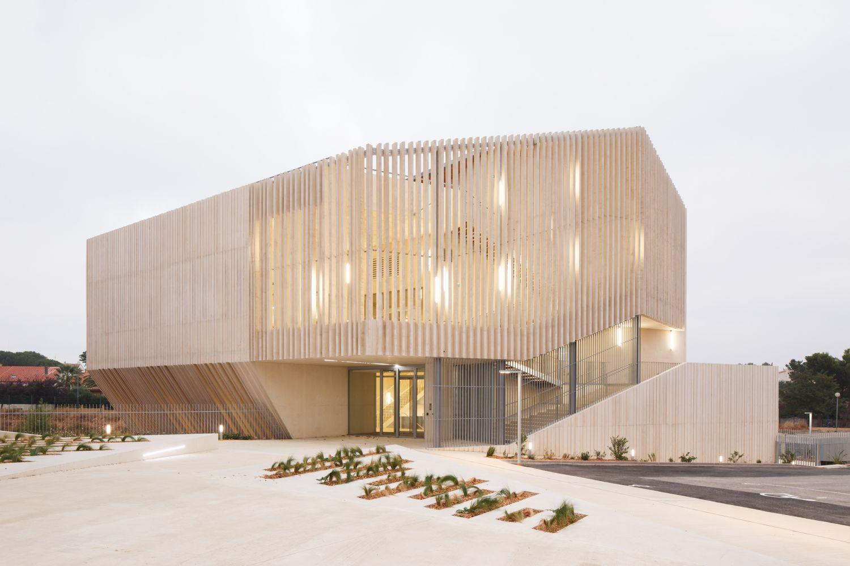 Espace Guy Môquet - Arch. : Oeco architectes - Photo : Kévin Dolmaire