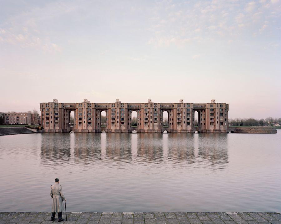 Jacques, 82 ans, Le Viaduc et les Arcades du Lac, Montigny-le-Bretonneux, 2015_Souvenir d'un futur © Laurent Kronental