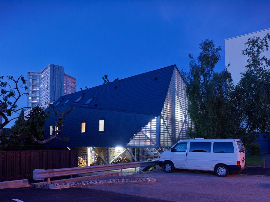 Maison sur pilotis rennes par mnm architectes for Architectes rennes