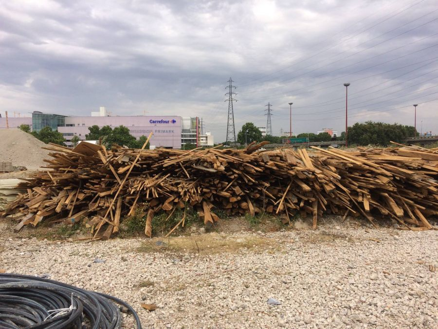 24 tonnes de bois à donner - via facebook.com/bellastock