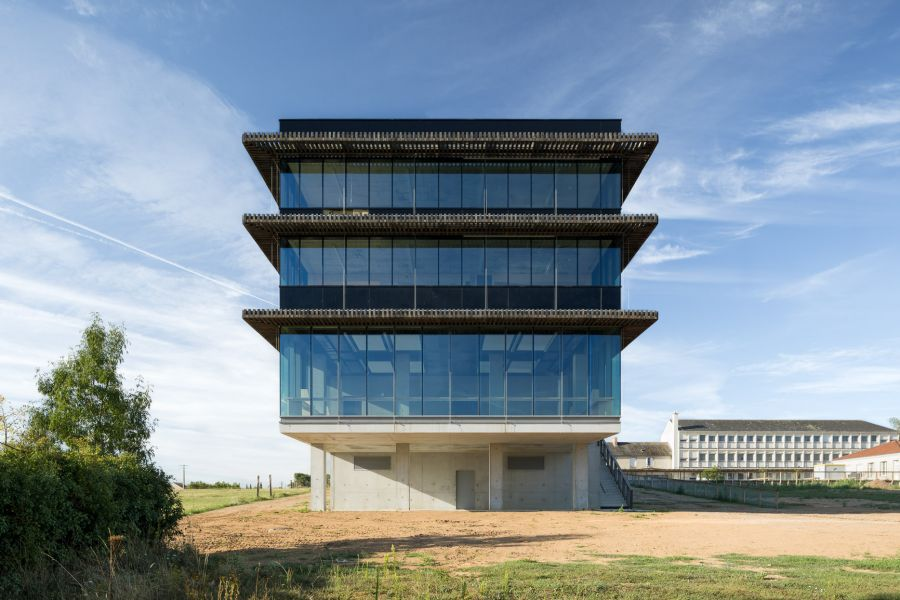 Lycée Saint-Gabriel au Pellerin - Arch. DLW Architectes - Photo : François Dantart