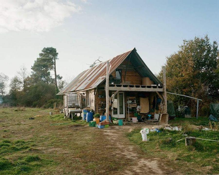 La cabane des 100 noms, haut lieu des projets agricoles de la ZAD, détruite le lundi 9 avril 2018 - Photo : Cyrille Weiner