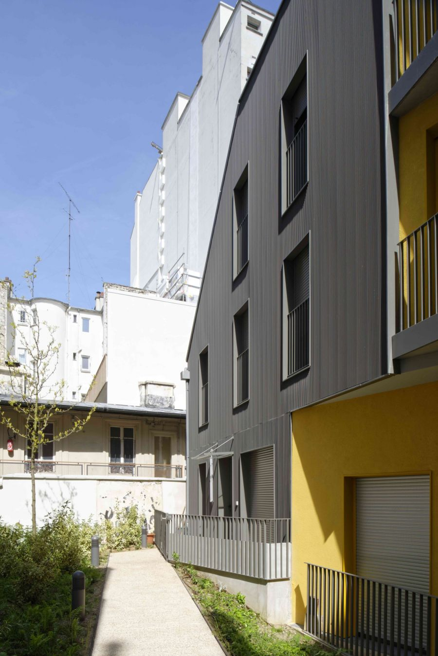 16 logements collectifs - Arch. F. Commerçon architect, Verdier + Rebiere architects - Photo : Nicolas Fussler