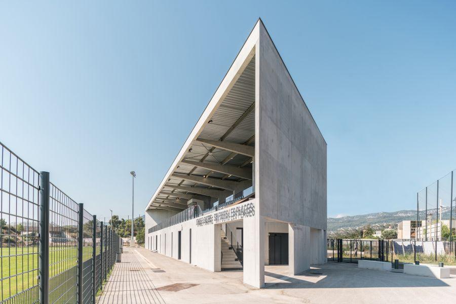 Tribune d'honneur du stade de rugby Fernand Sastre - Arch. Baito Architectes - Photo : Stephane Aboudaram WE ARE CONTENTS