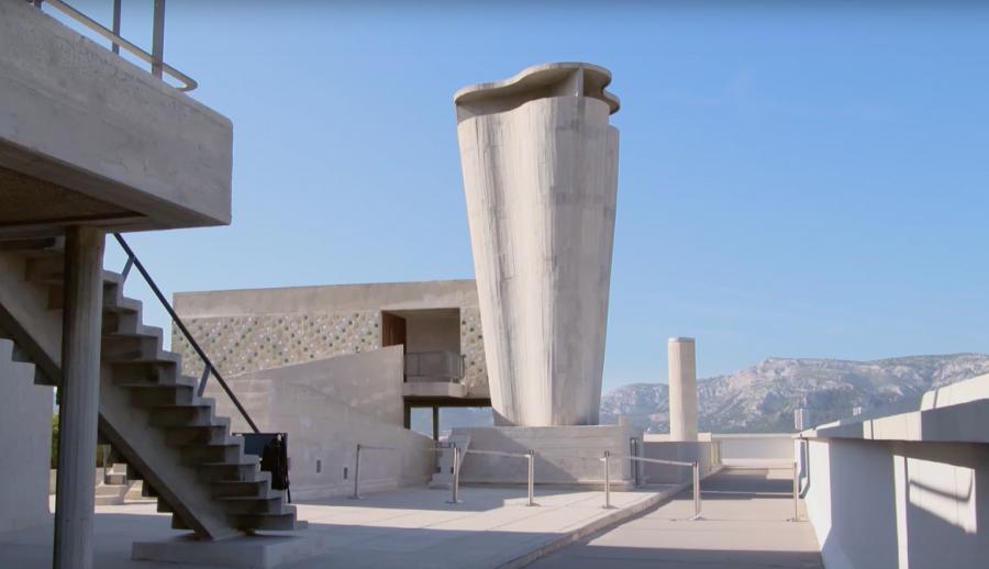 """La Cité Radieuse - Arch. Le Corbusier - Crédit : Extrait du documentaire """"L'esprit Bauhaus"""" de Thomas Tielsch et Niels Bolbrinker via Arte"""
