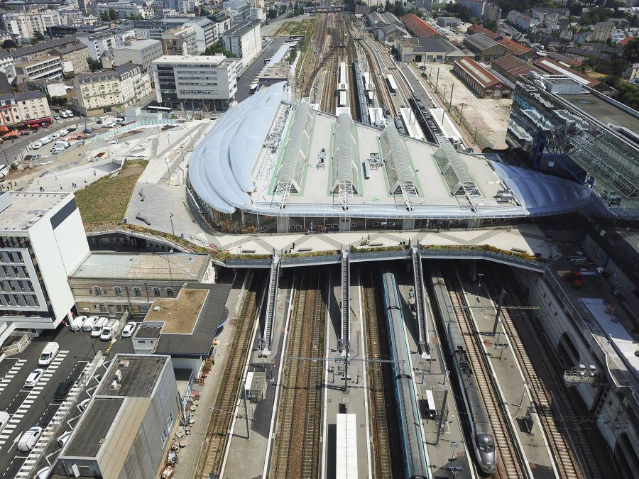 Pôle d'échange multimodal de Rennes - Arch. AREP, SNCF Gares & Connexions - Photo : Mathieu Lee Vigneau et Claude Le Breton