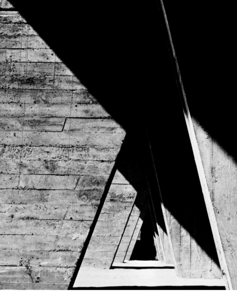 Lucien Hervé, Pilotis, Unité d'habitation, Rezé, France (architecte : Le Corbusier), 1954 Photo Lucien Hervé © FLC - ADAGP / J. Paul Getty Trust, The Getty Research Institute, Los Angeles