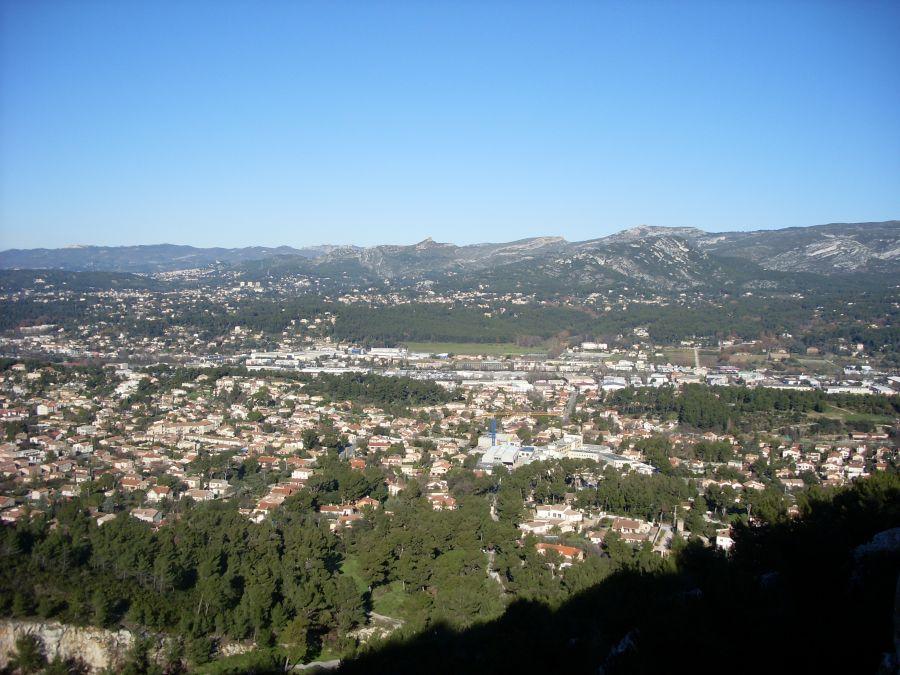 Le village de la Penne-sur-Huveaune, vu depuis le sommet du Télégraphe  © Morelloyanndu13821 (CC BY-SA 3.0)