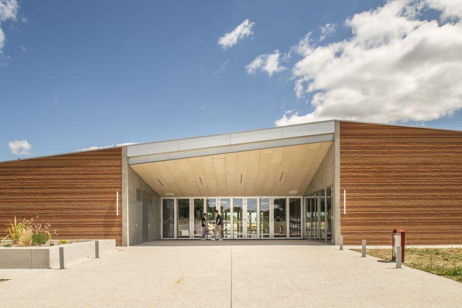 Salle des fêtes à Villeneuve-lès-Bouloc - Arch.V2S architectes © Sylvain Mille