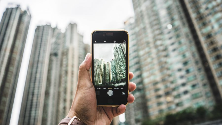 Photographing skyscrapers in Hong Kong © bantersnaps