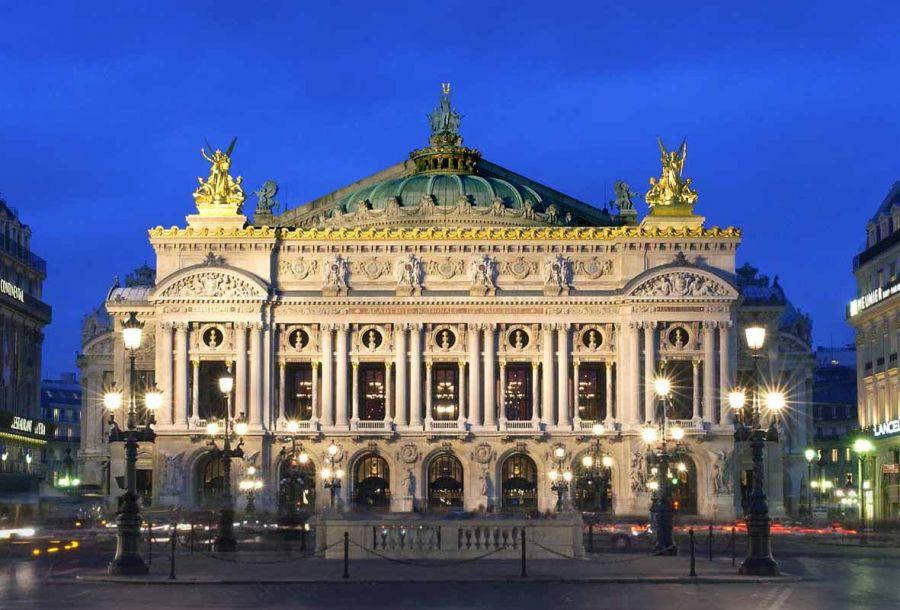 Garnier - Façade extérieure centre nuit © Christian Leiber - OnP