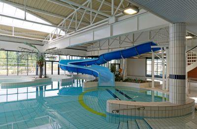 Réhabilitation et extension du centre aquatique Val d'Oréane - Arch. V+C Architecture, Octant architecture - Photo : Antoine Bernaux