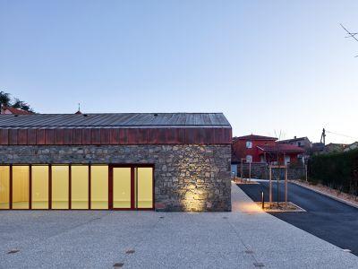 Salle polyvalente et culturelle - Arch.Reach & Scharff Architectes © Kévin Dolmaire