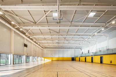Complexe sportif à Buc - Arch. agence engasser & associés © Luc Bœgly